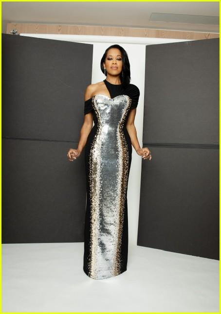 regina king silver black dress golden globes 2021 014528794