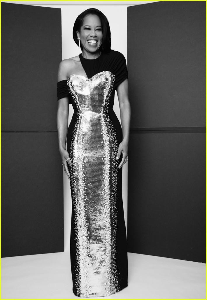 regina king silver black dress golden globes 2021 054528798