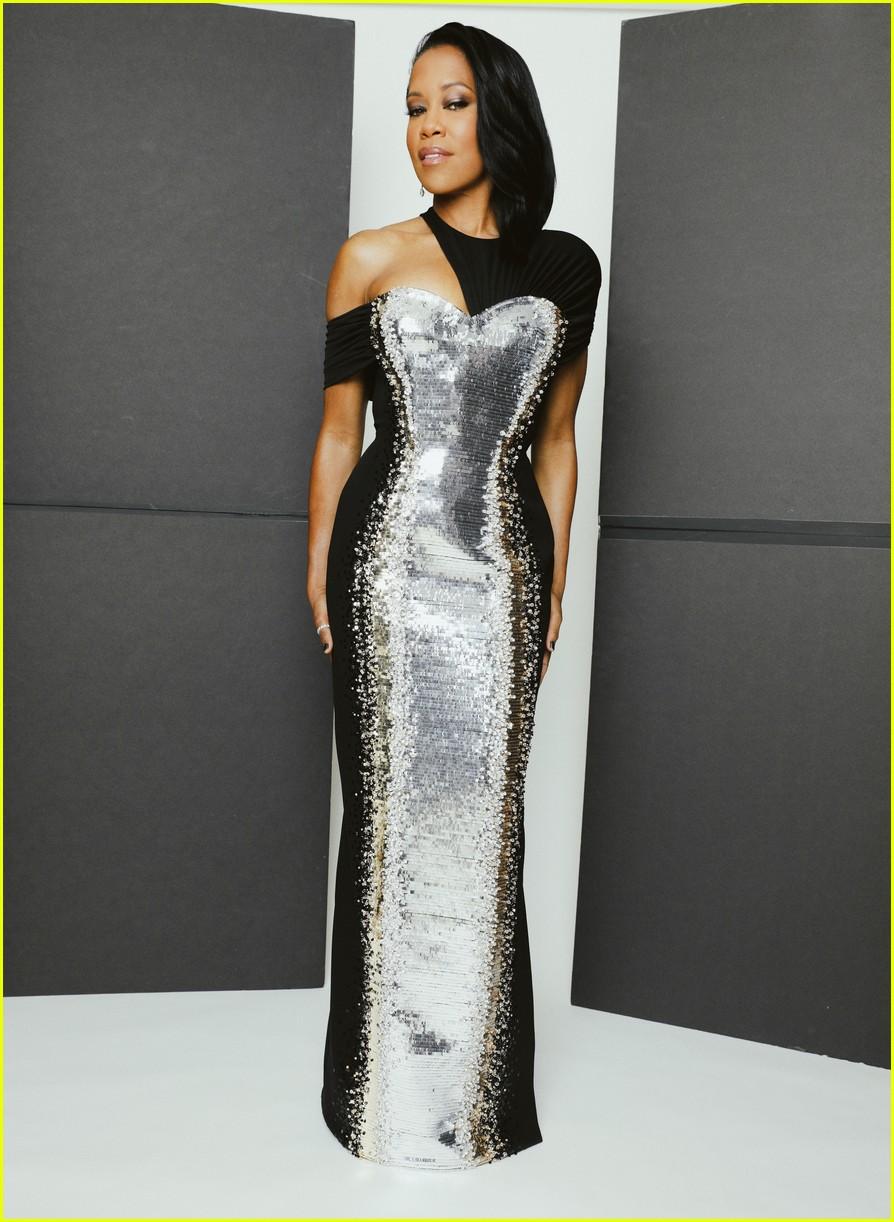 regina king silver black dress golden globes 2021 064528799
