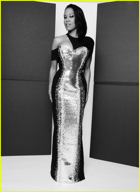 regina king silver black dress golden globes 2021 094528802