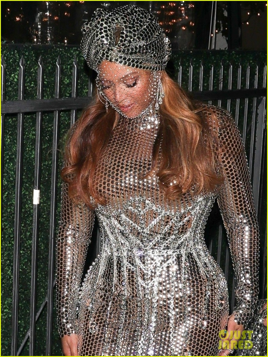 beyonce dazzles in silver dress after historic grammys night 074533262