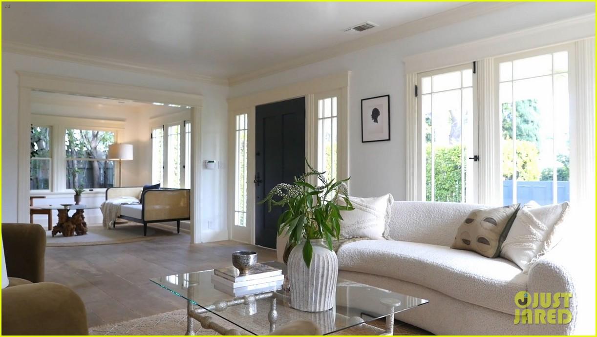 lena dunham lists bungalow for sale 014528871