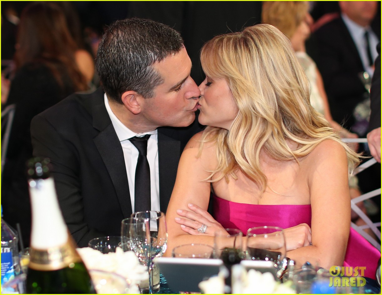 reese witherspoon celebrates anniversary jim toth 034536472