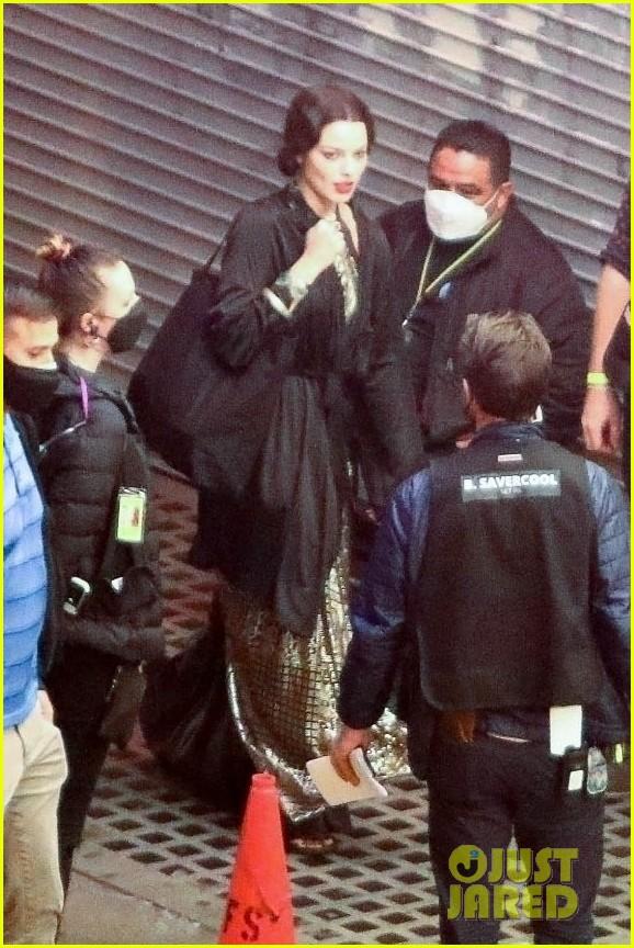 margot robbie chris rock back to work filming new movie 014529966