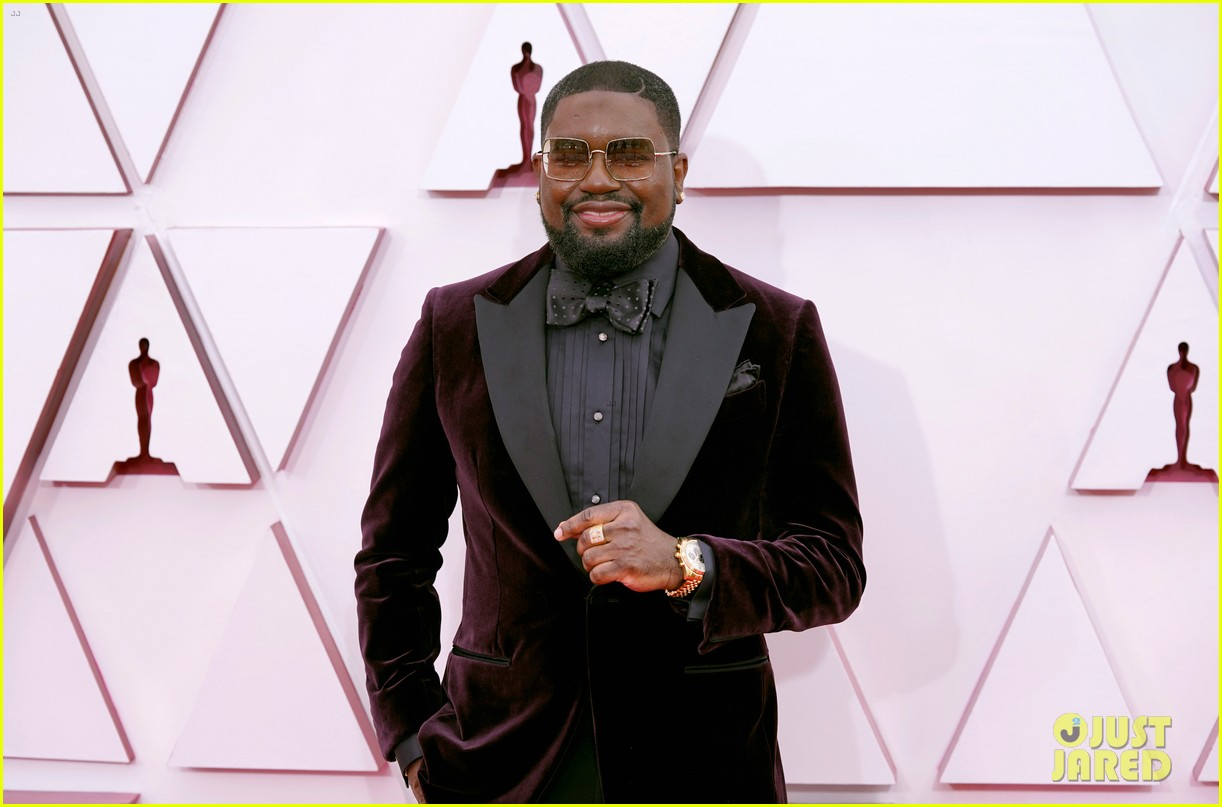 ariana debose lil rel howery oscars 2021 red carpet 194547551