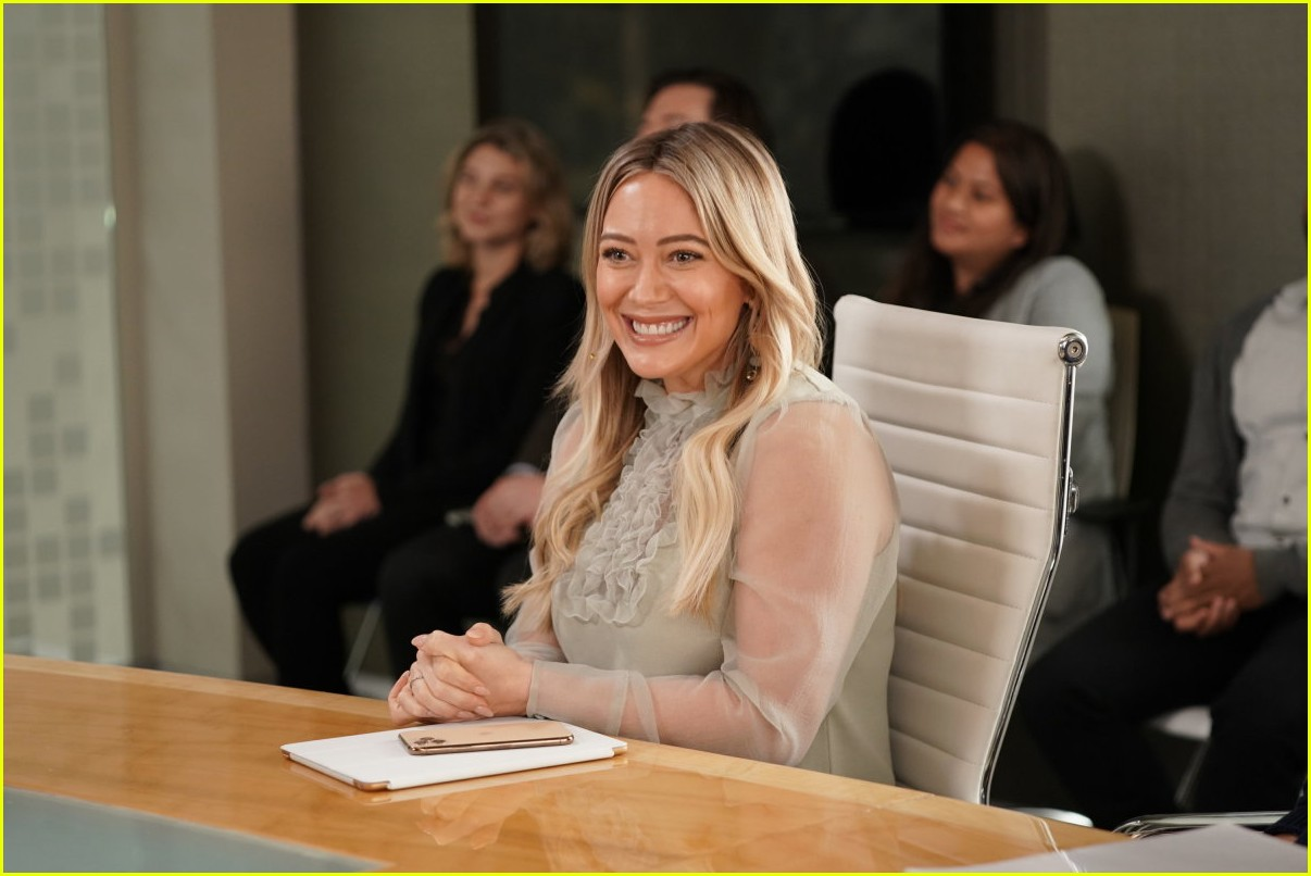 hilary duff potential younger spinoff 024540438