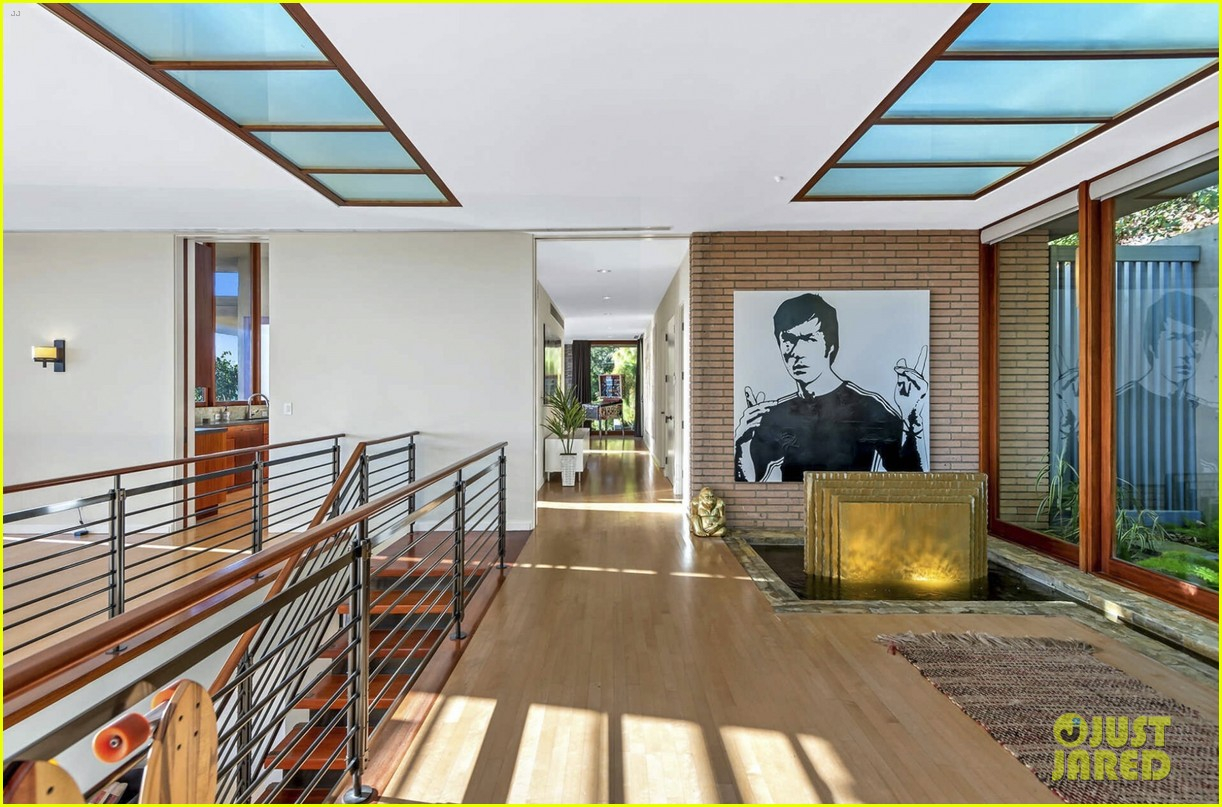 zac efron is selling his house 094548552