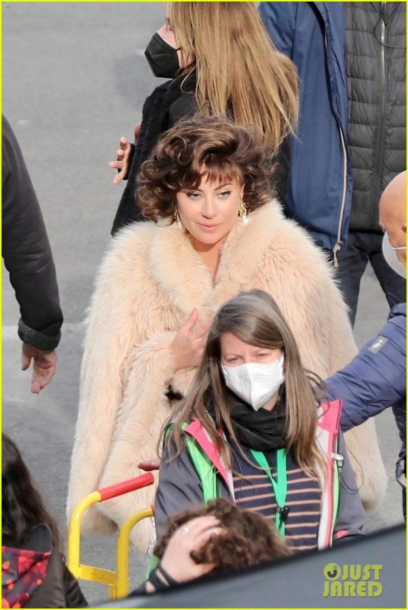 lady gaga wraps up  fur coat house of gucci set 074539460