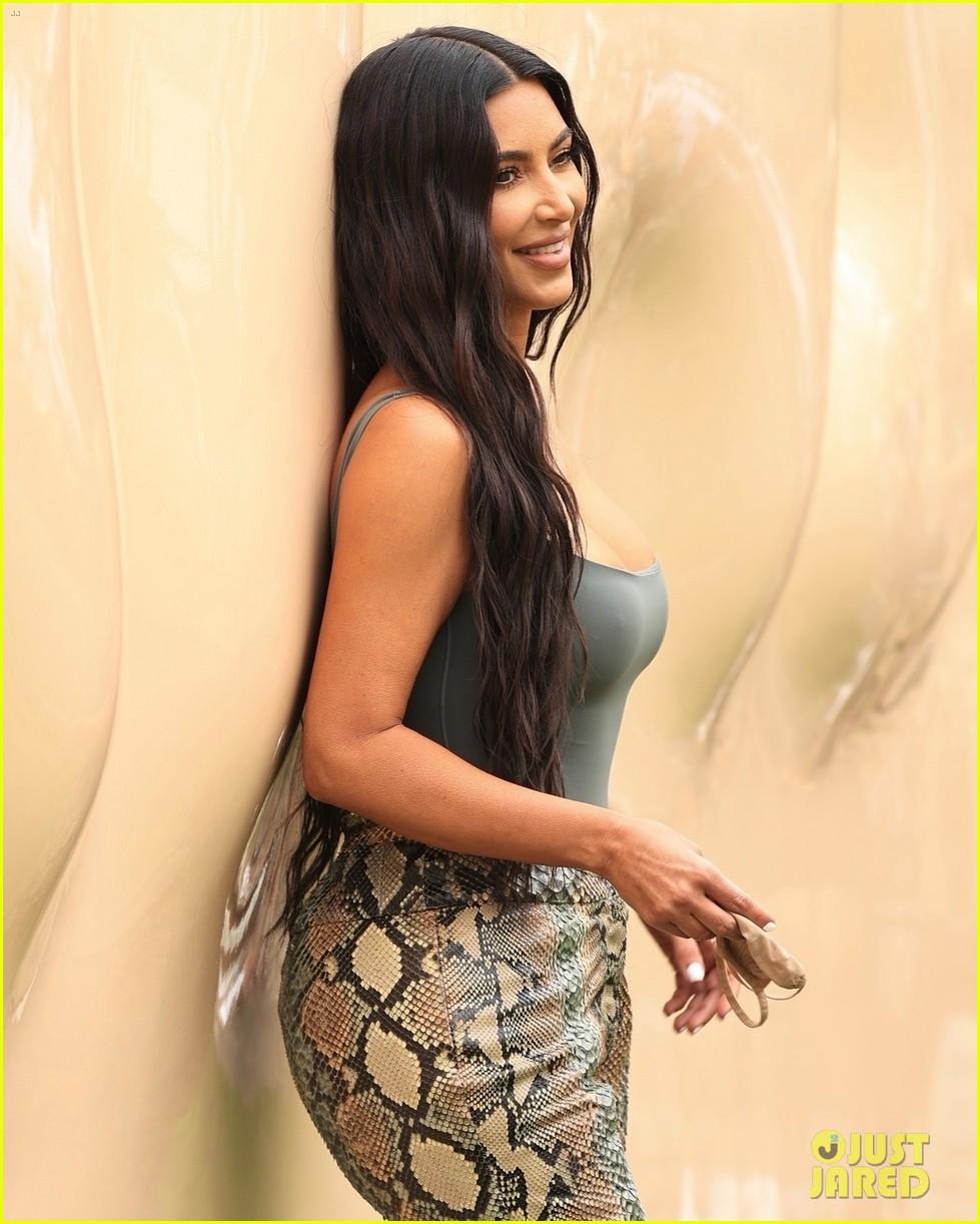 kim kardashian skims pop up shop after billionaire status 044539493