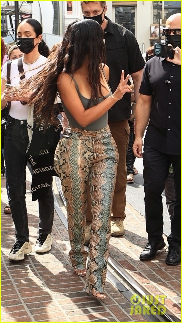 kim kardashian skims pop up shop after billionaire status 184539507