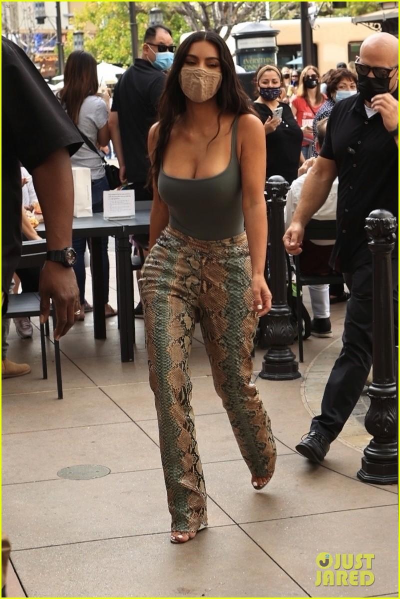 kim kardashian skims pop up shop after billionaire status 294539518