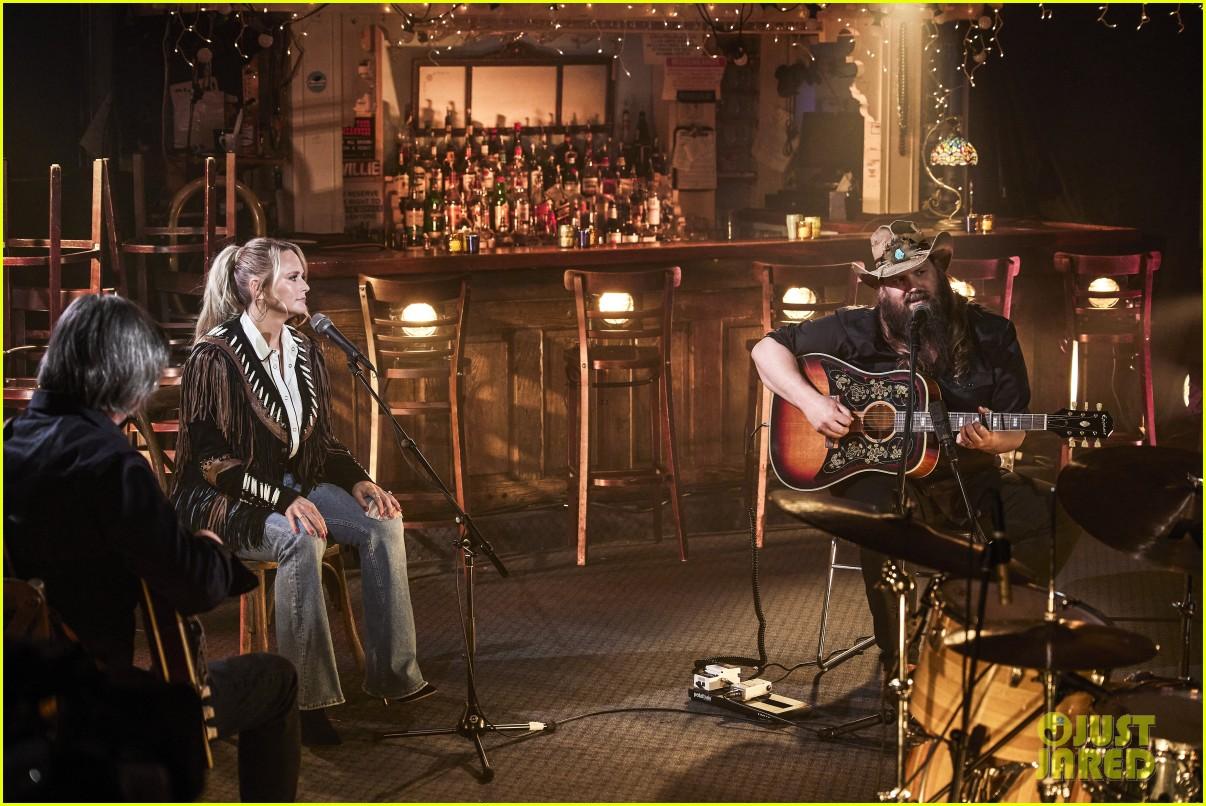 miranda lambert cowboy hat performance two acm awards 014544371