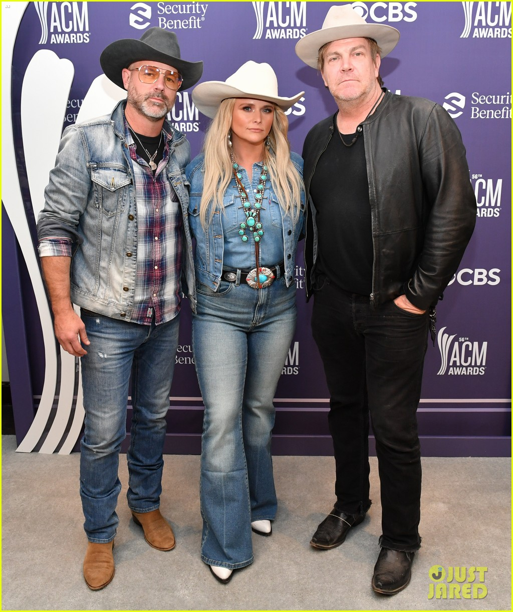 miranda lambert cowboy hat performance two acm awards 144544384