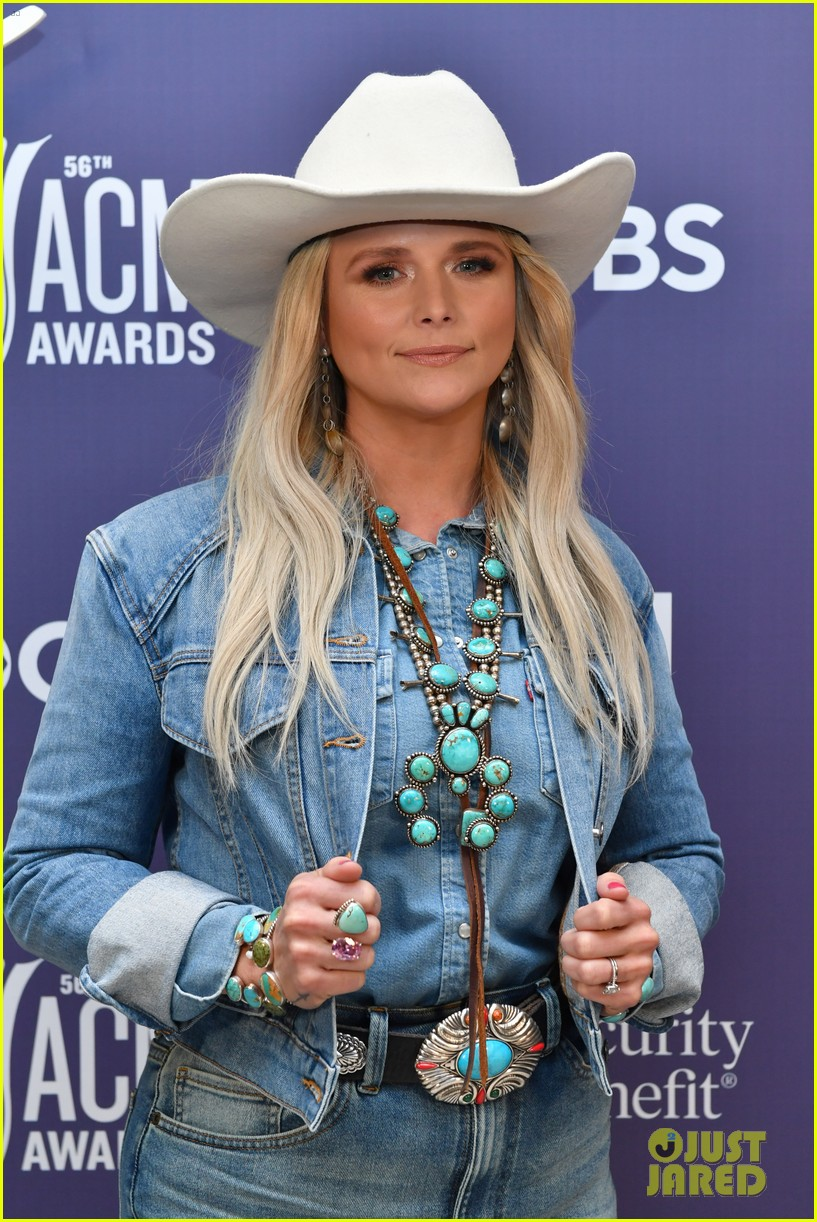 miranda lambert cowboy hat performance two acm awards 154544385