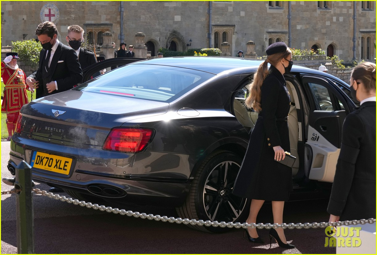 princess beatrice and eugenie arrive funeral 064543543