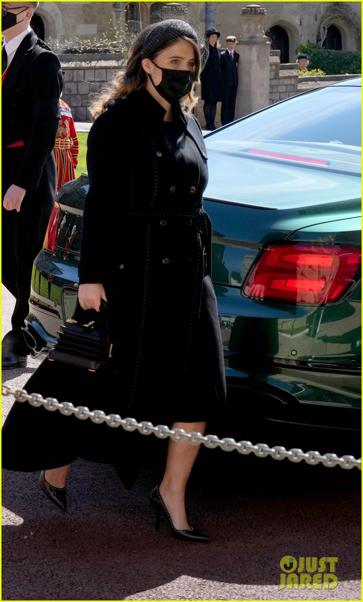 princess beatrice and eugenie arrive funeral 084543545