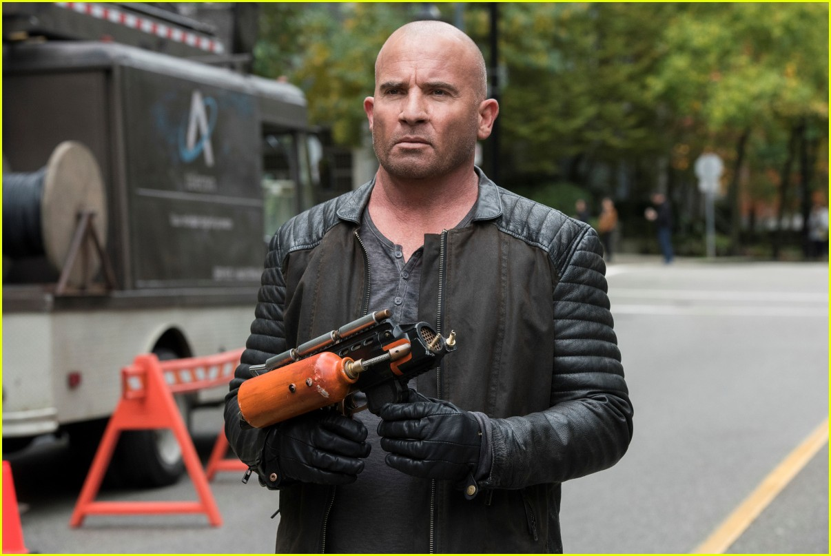 dominic purcell leaving legends of tomorrow 104544140