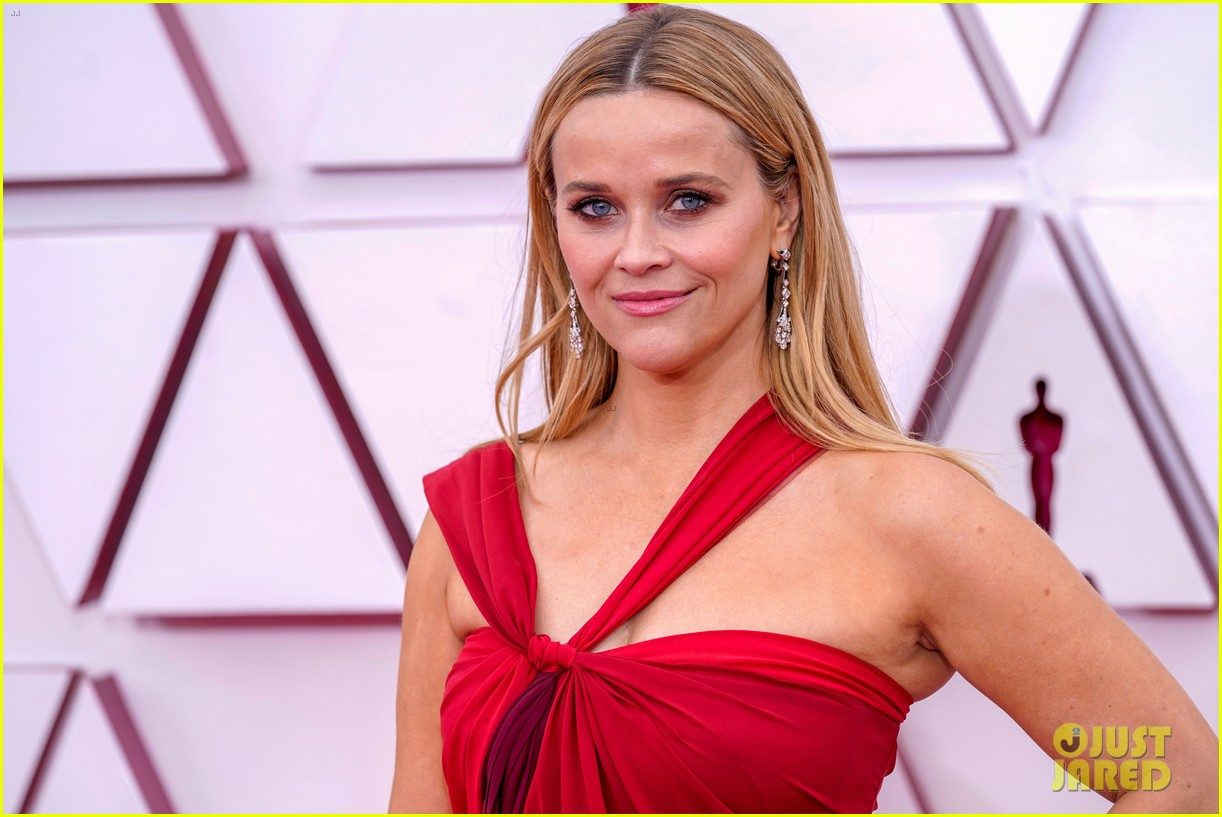 reese witherspoon enjoys night out at oscars 014547750
