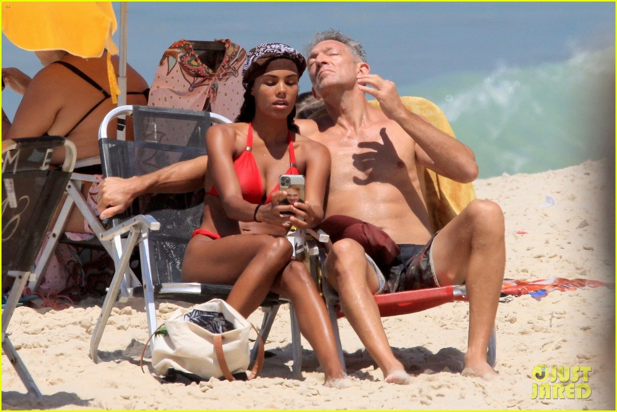 vincent cassel ripped abs day at the beach 184545263