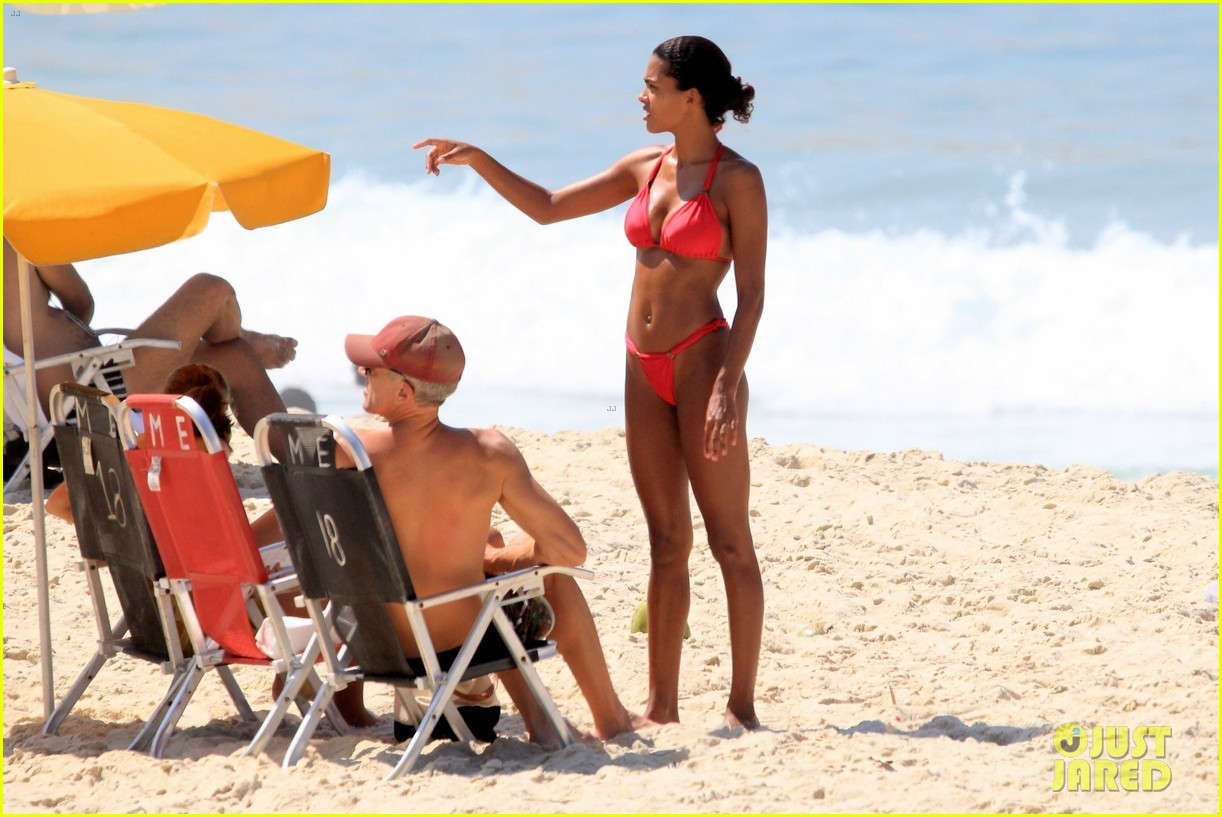 vincent cassel ripped abs day at the beach 314545276