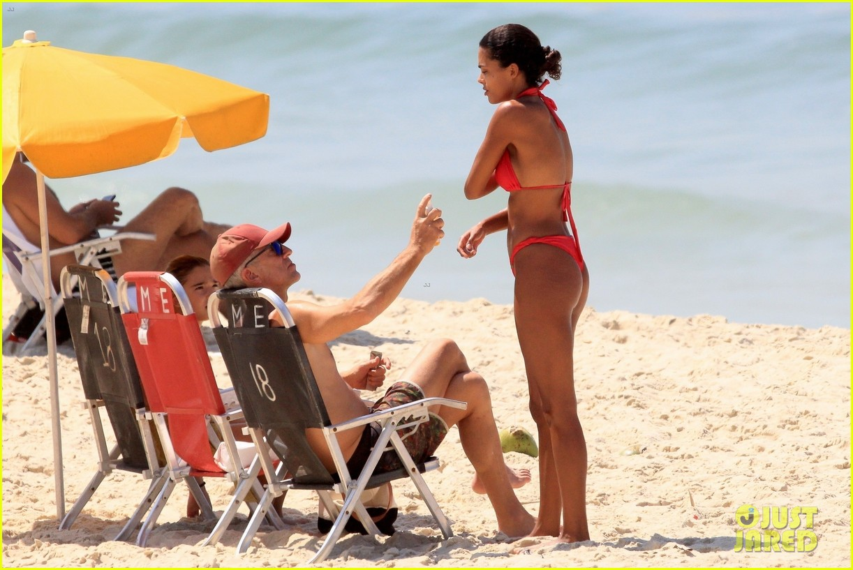 vincent cassel ripped abs day at the beach 374545282