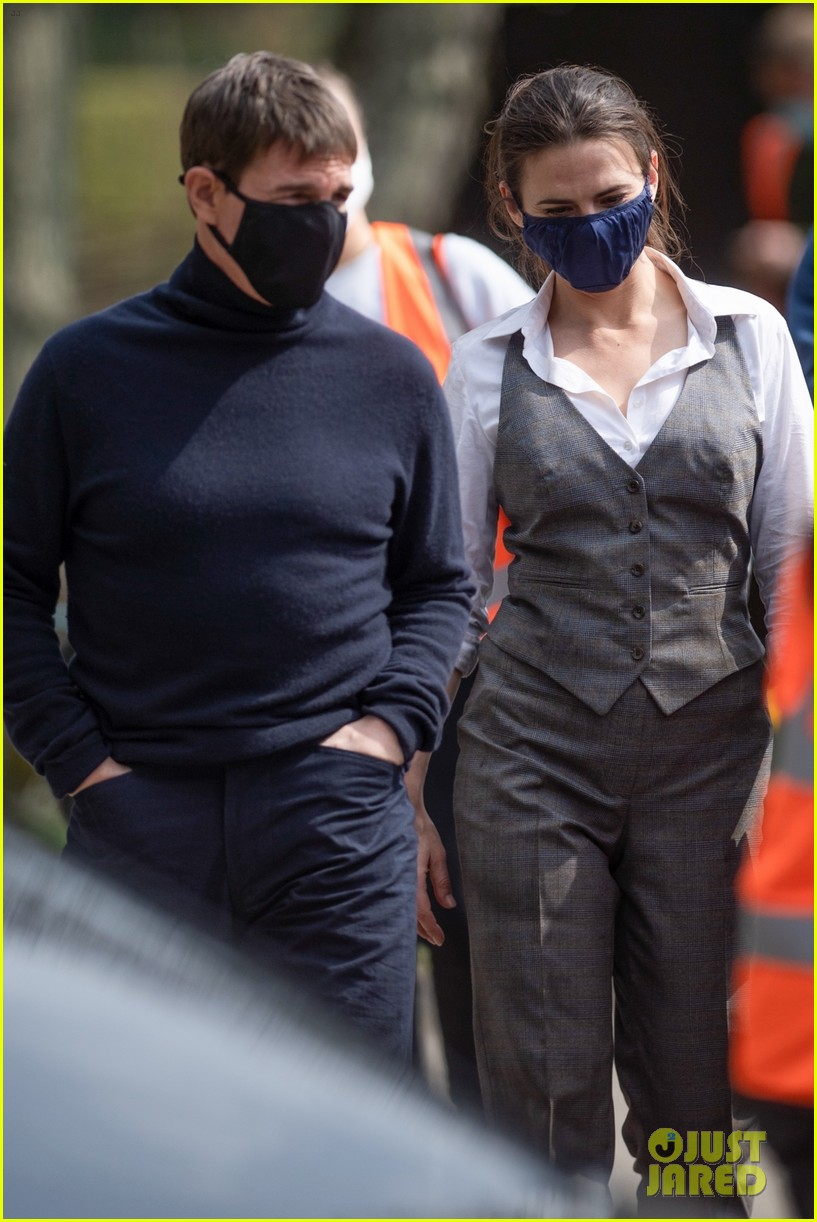 tom cruise hayley atwell filming april 2021 034545114
