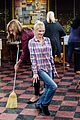 anna faris left mom reason if be back for finale 01
