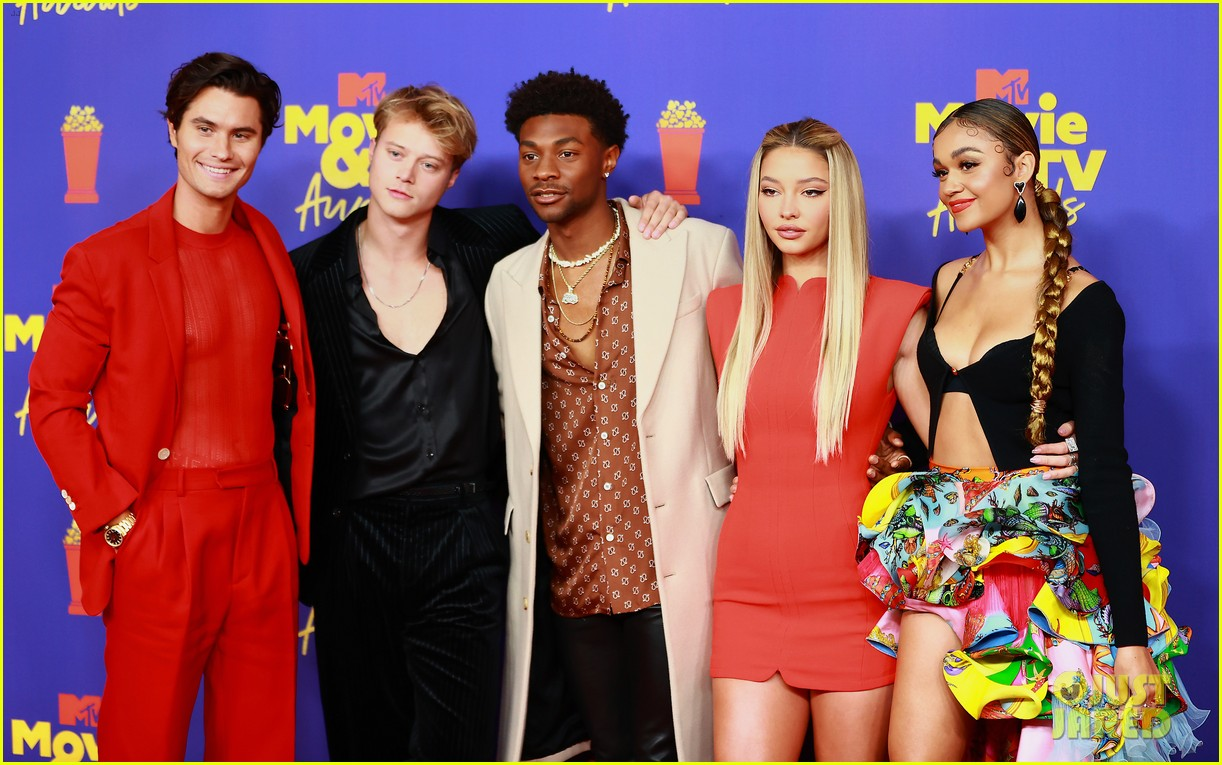 outer banks cast mtv movie awards red carpet pics 024556554