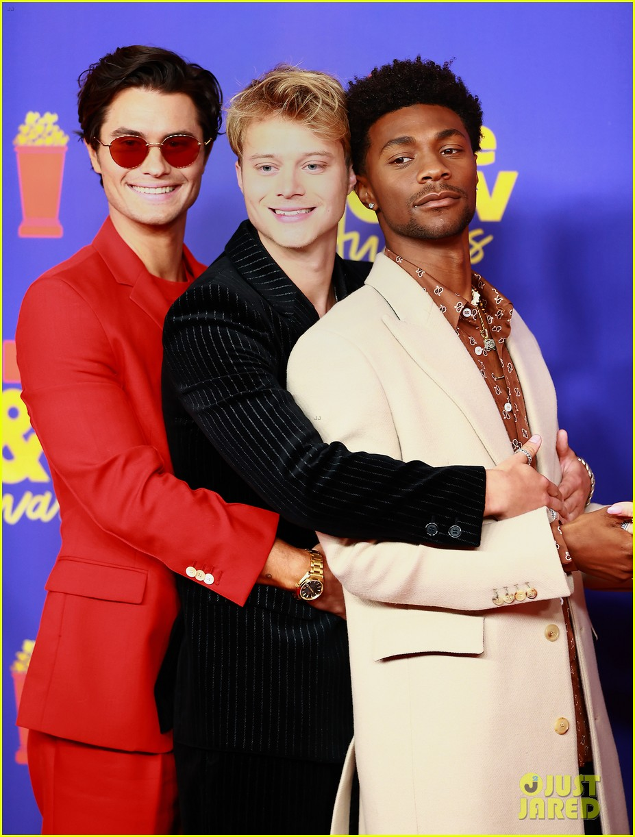 outer banks cast mtv movie awards red carpet pics 034556555