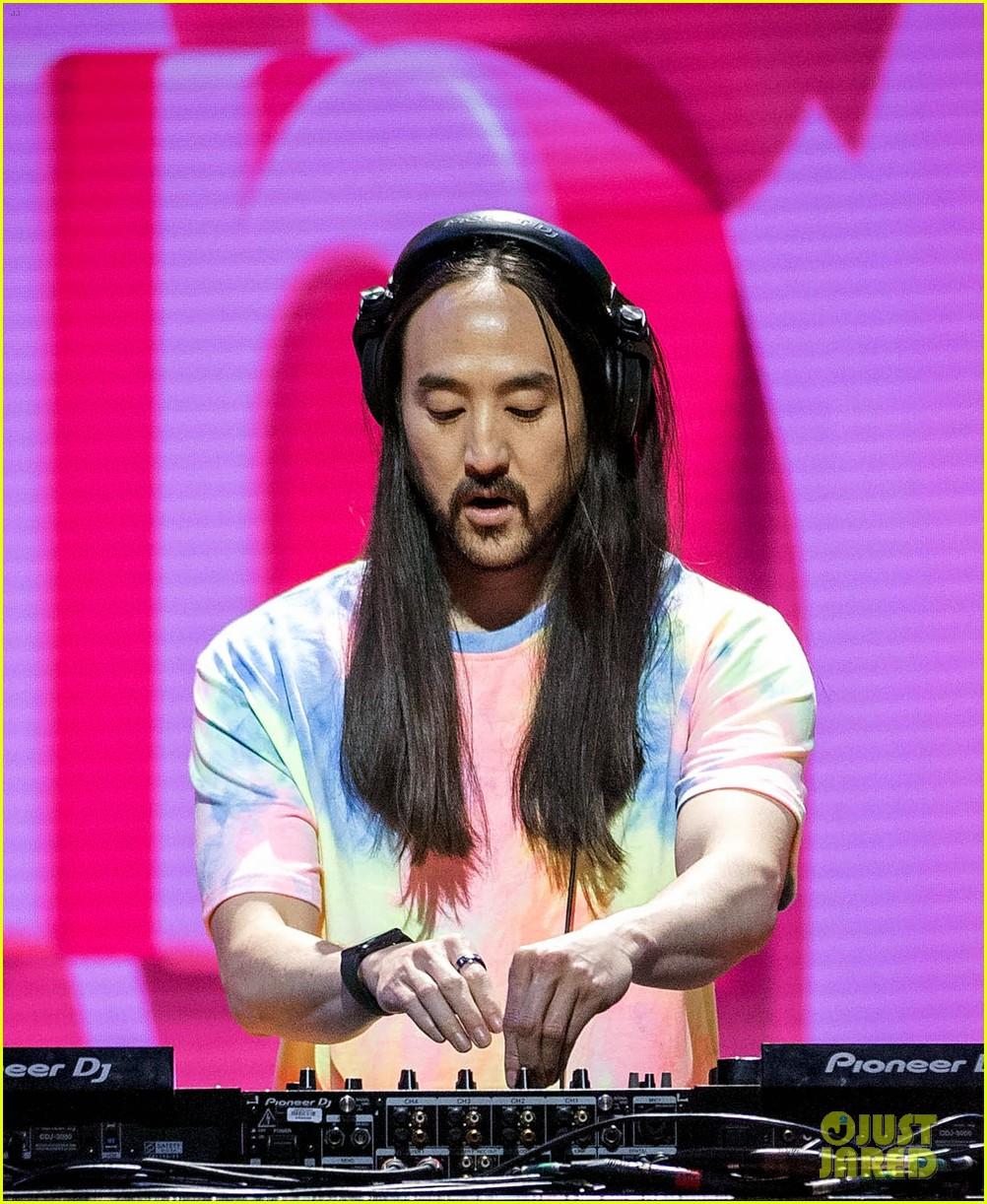 nick jonas performs shein music festival 094551224