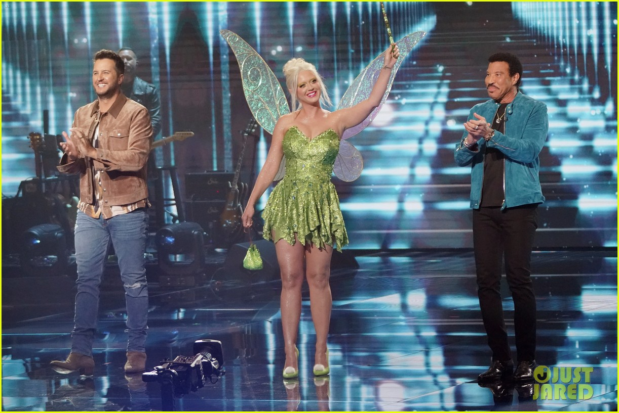 katy perry dresses as tinker bell for disney night american idol 054551214