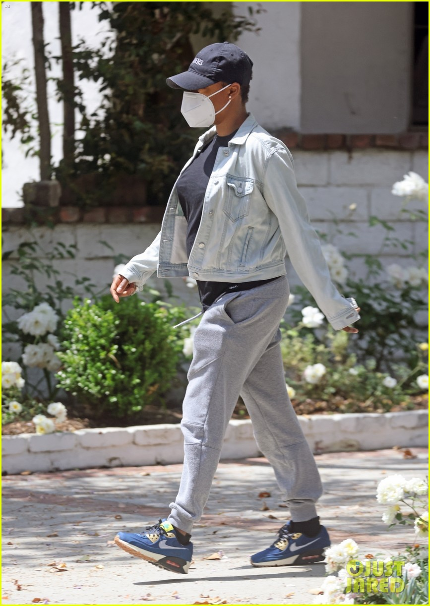 samira wiley leaves home waiting car first since welcoming daughter 034556536