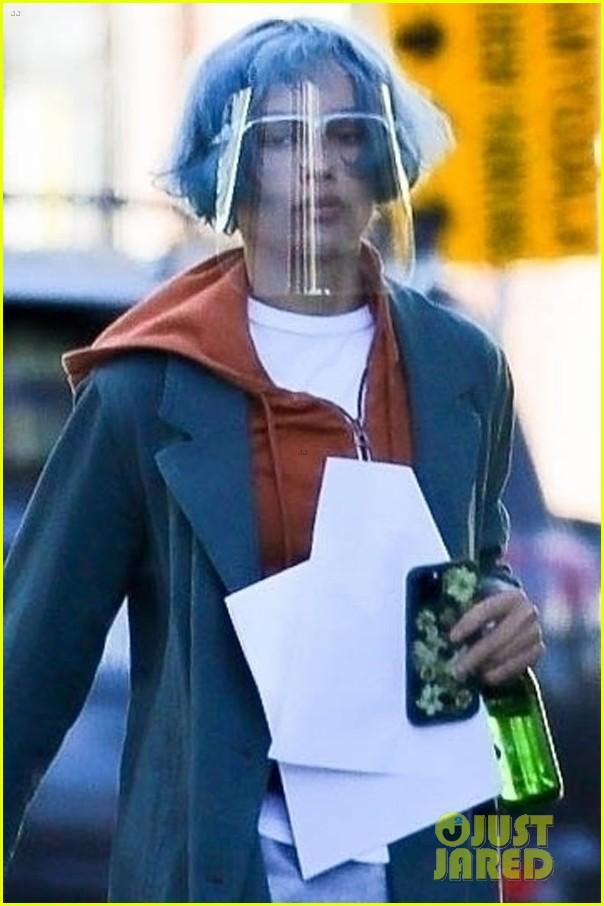 zoe kravitz blue hair filming movie kimi in la 044550969