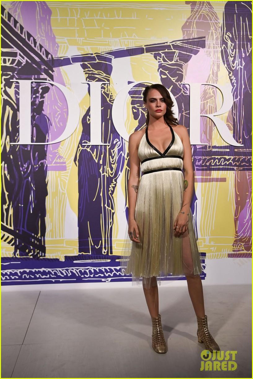 anya taylor joy dior fashion show greece 034572072