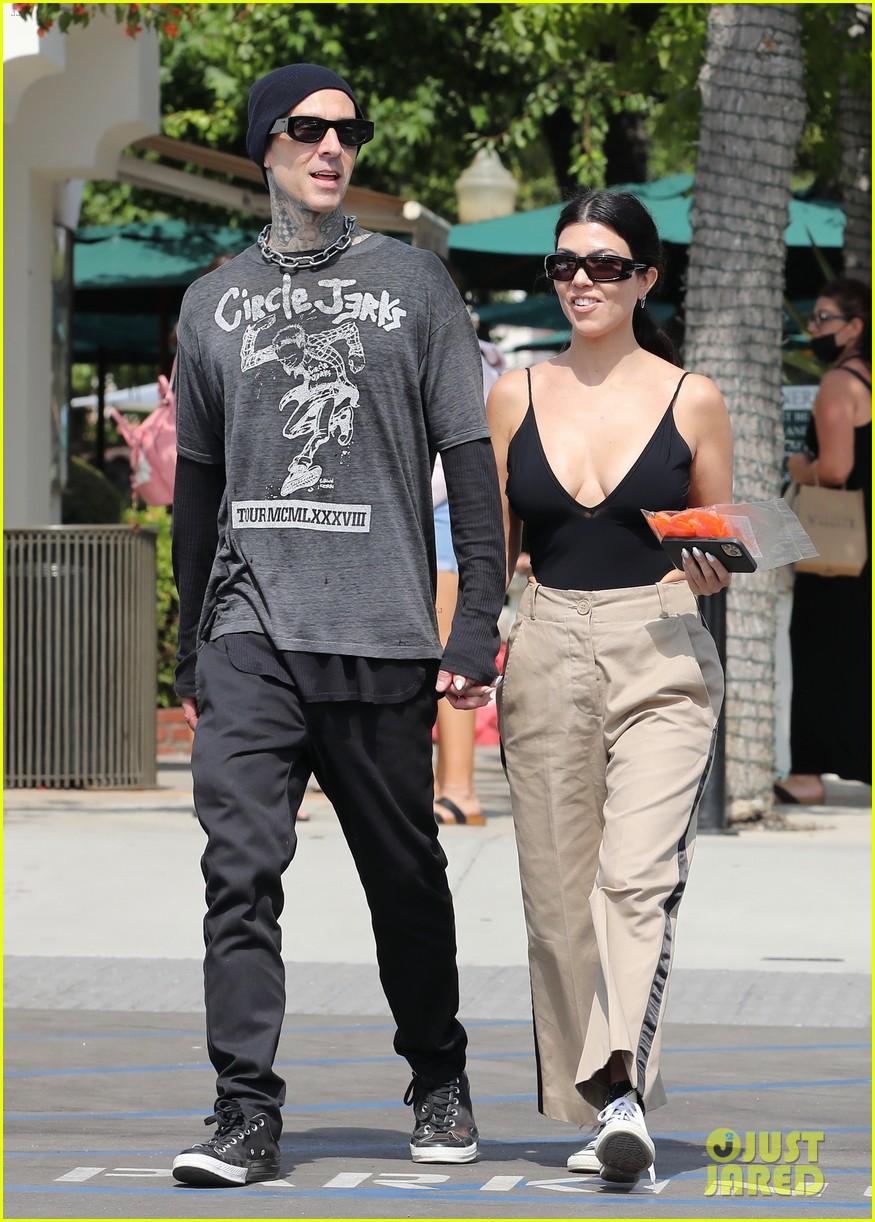 kourtney kardashian hold hands while out shopping 034571731
