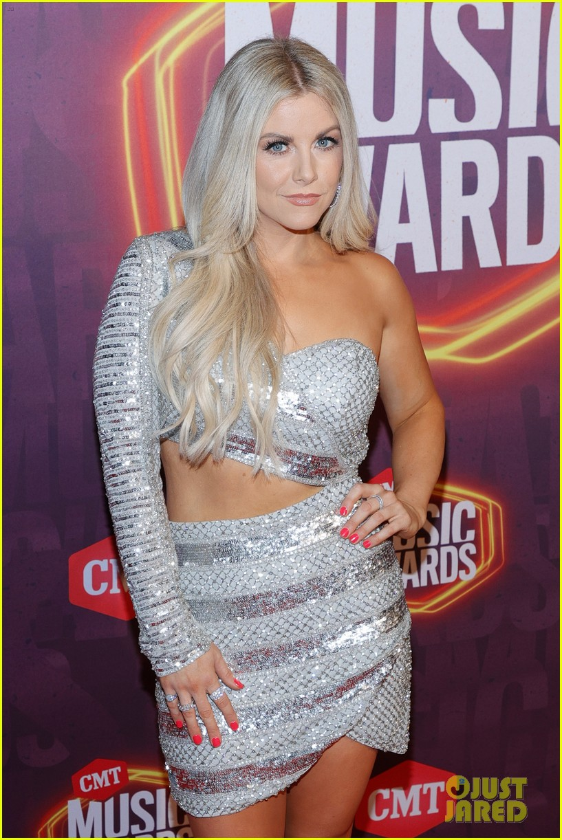 carly pearce lindsay ell tenille arts cmt awards 014566876