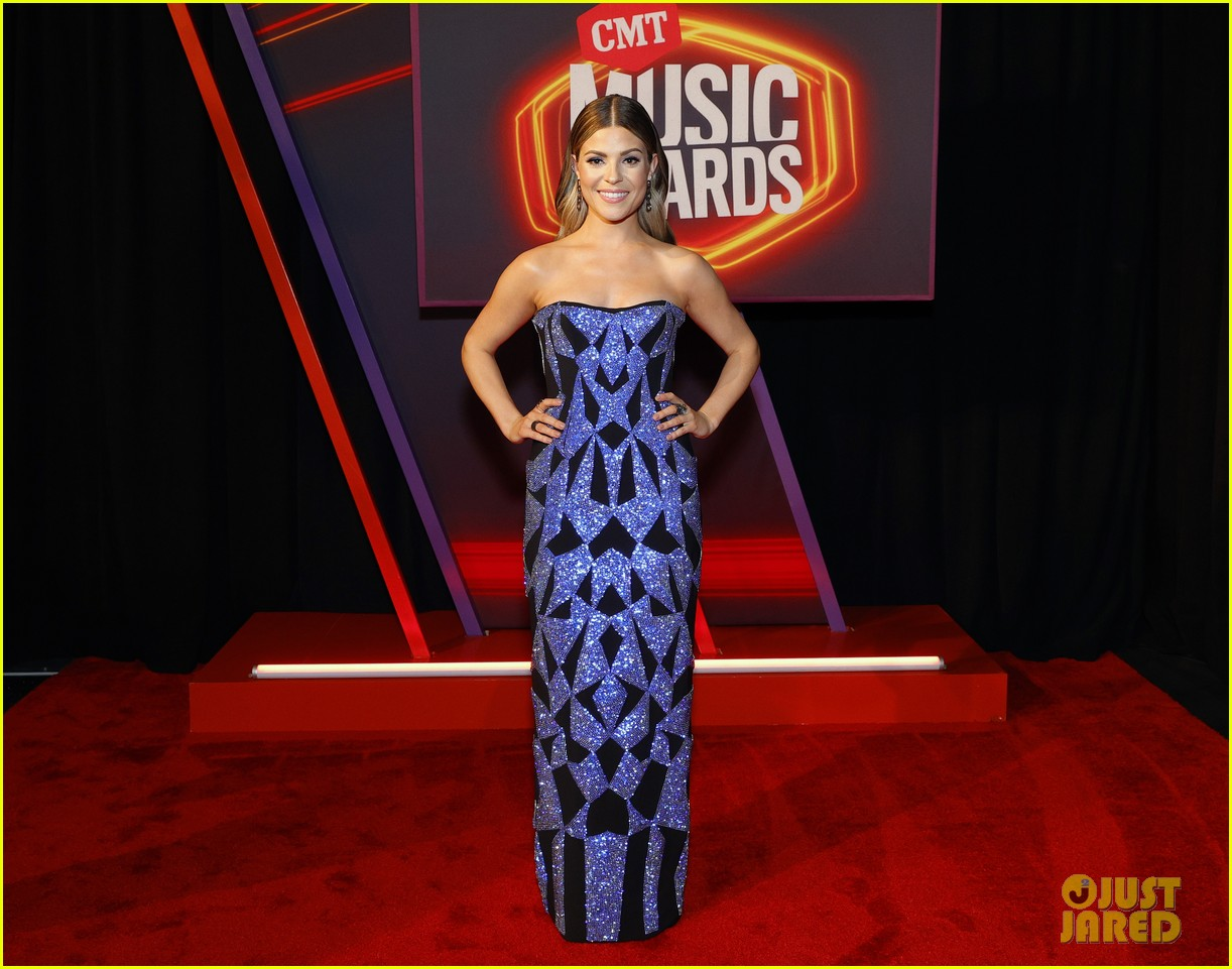 carly pearce lindsay ell tenille arts cmt awards 024566877