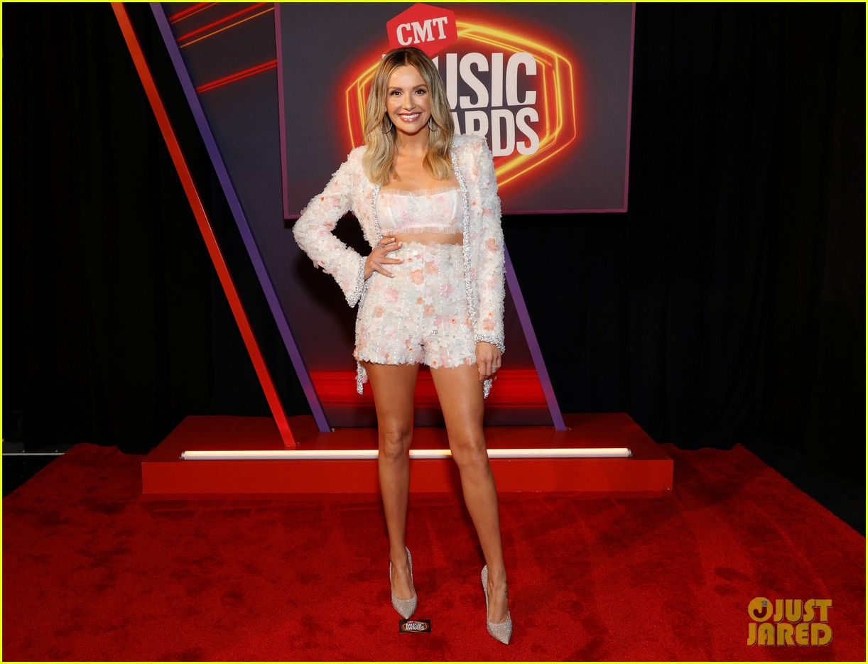 carly pearce lindsay ell tenille arts cmt awards 044566879