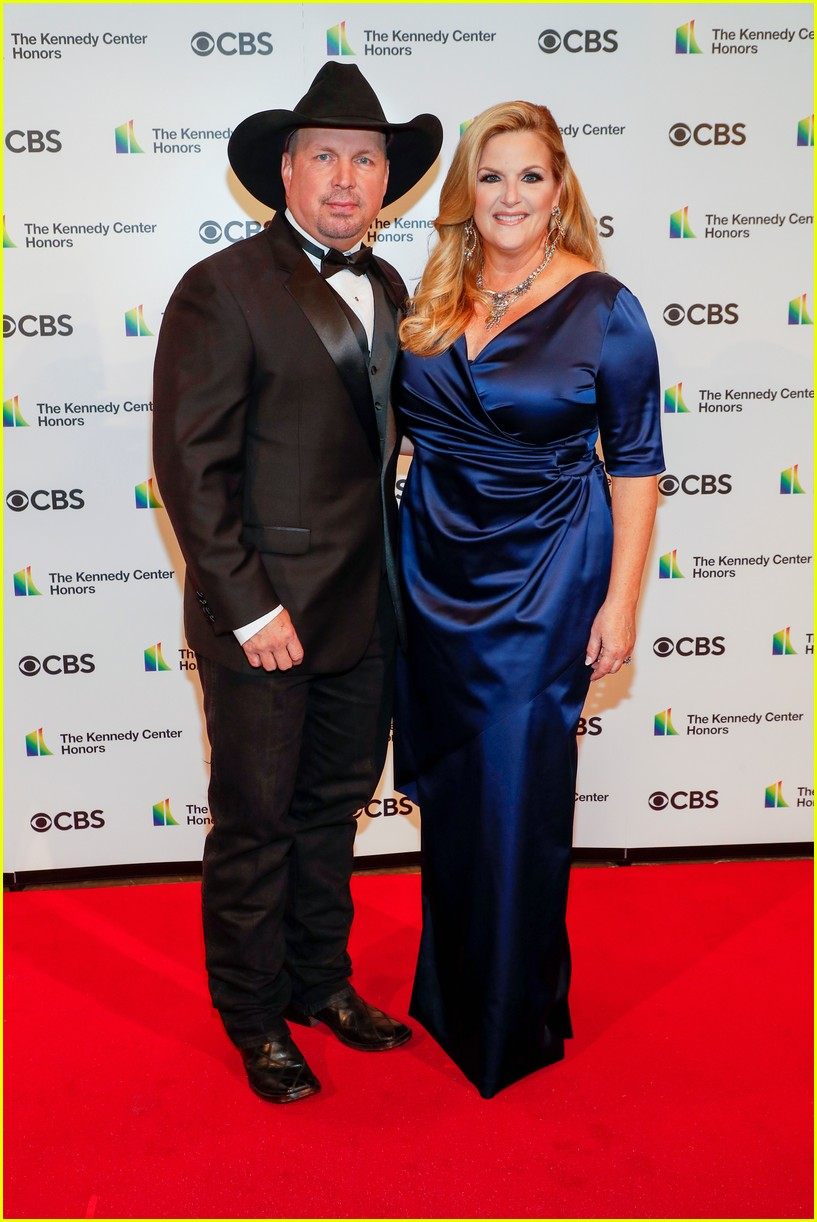kelly clarkson performs at kennedy center honors for garth brooks 054564413