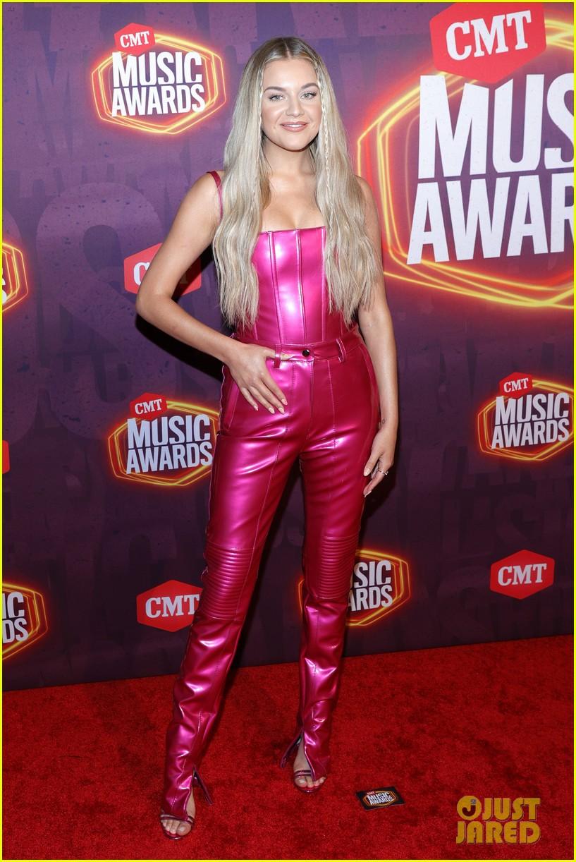 kelsea ballerini barbie pink cmt awards 024566854
