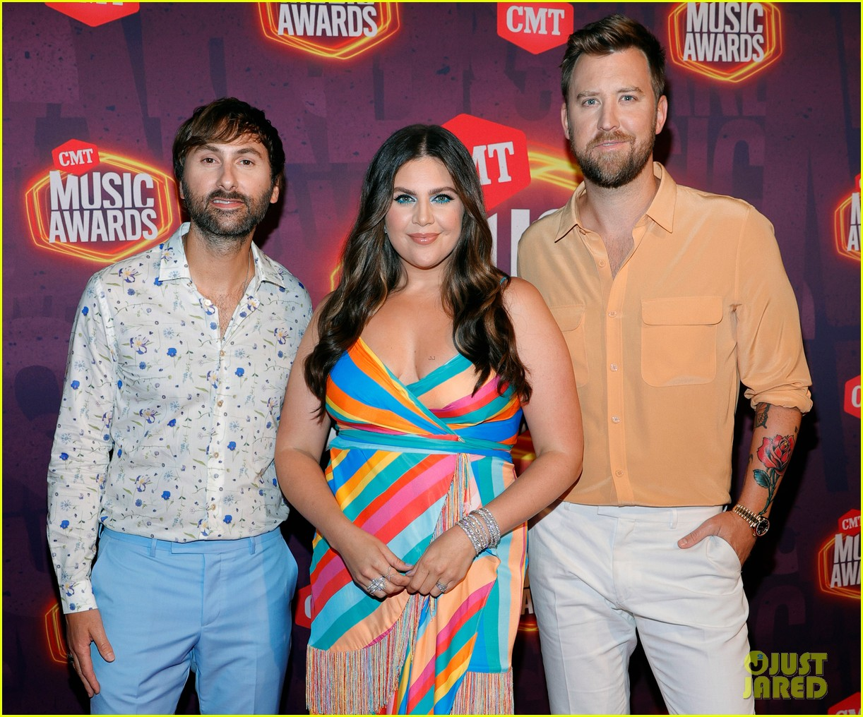 lady a brightens up red carpet at cmt awards 024566906