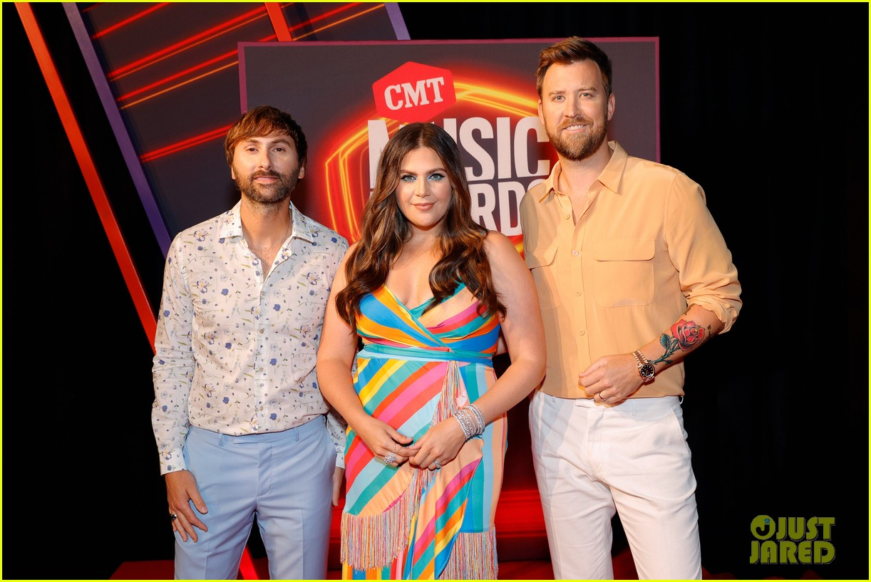 lady a brightens up red carpet at cmt awards 044566908