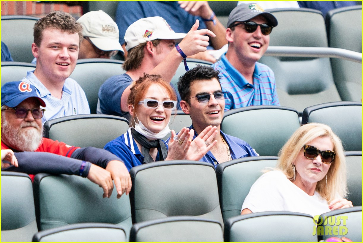 sophie turner goes back to red hair at baseball game 014564922