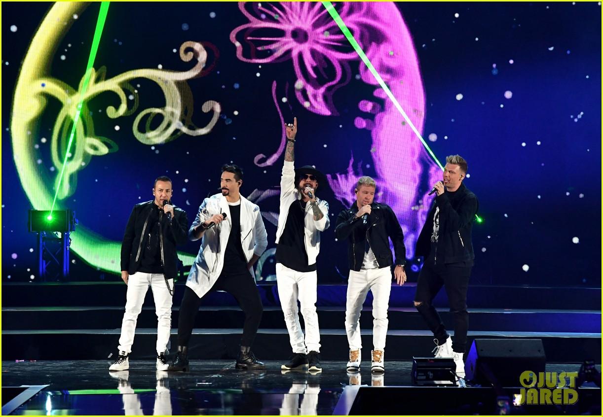 backstreet boys returning to vegas for christmas show 034587178