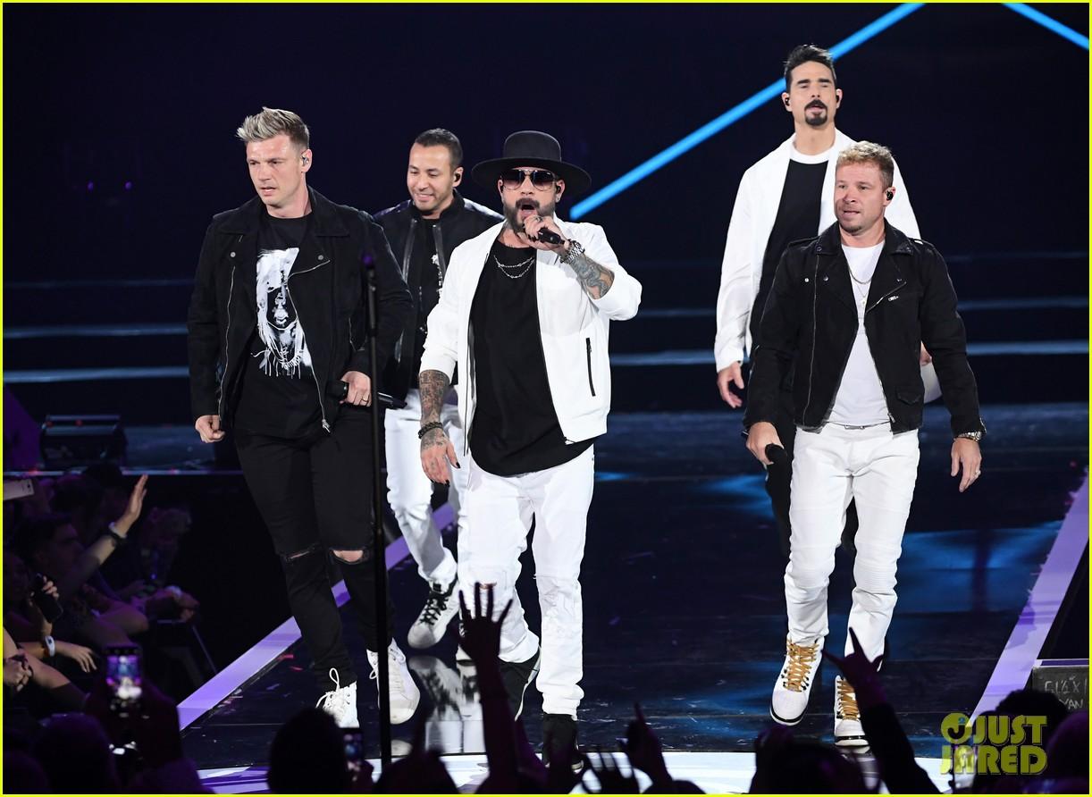 backstreet boys returning to vegas for christmas show 044587179