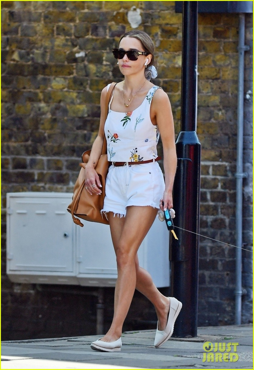 emilia clarke cute summer outfit to take dog for a walk 014595216
