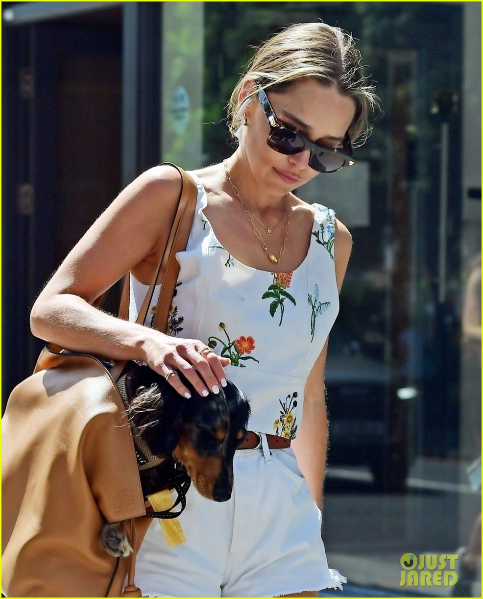 emilia clarke cute summer outfit to take dog for a walk 024595217