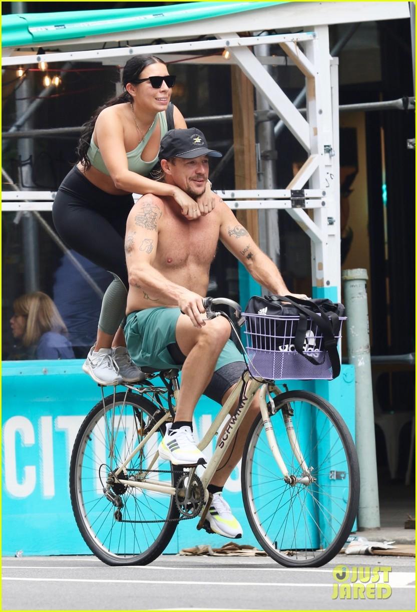 diplo goes on shirtless bike ride 054594517