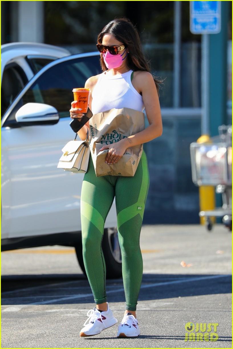 eiza gonzalez green leggings pink mask snack run 034593231