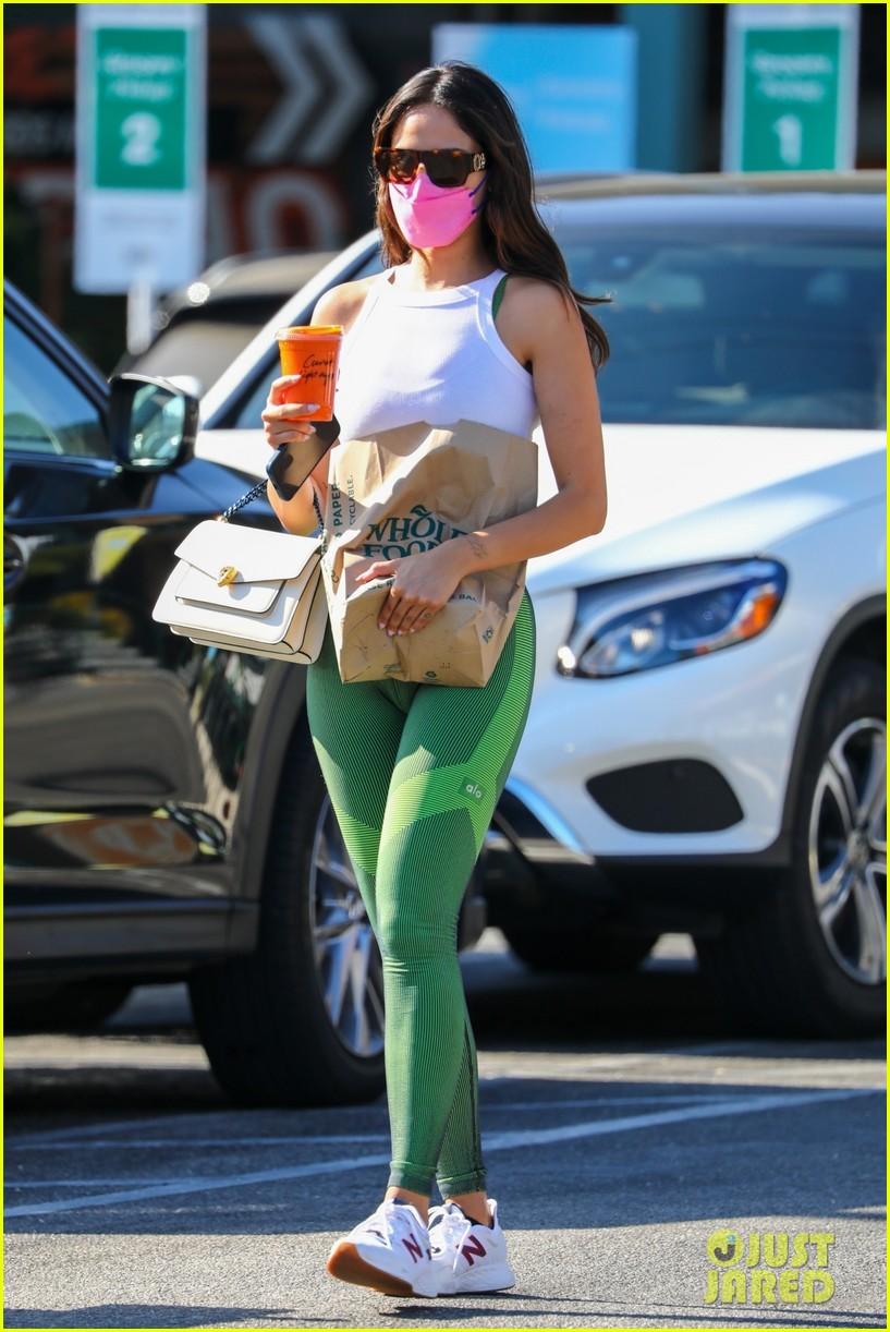 eiza gonzalez green leggings pink mask snack run 044593232